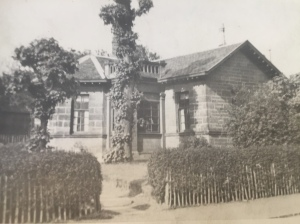The Gatekeepers Lodge that was situated at the corner between Russell Street & Burnbank Road.