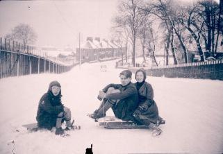High Parks Cres_sledging